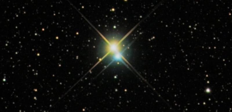 Con unos prismáticos astronómicos podrás ver estrellas dobles.