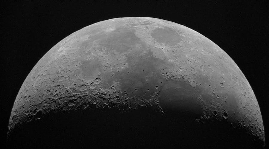 Cómo ver La Luna, sus cráteres y sus mares.