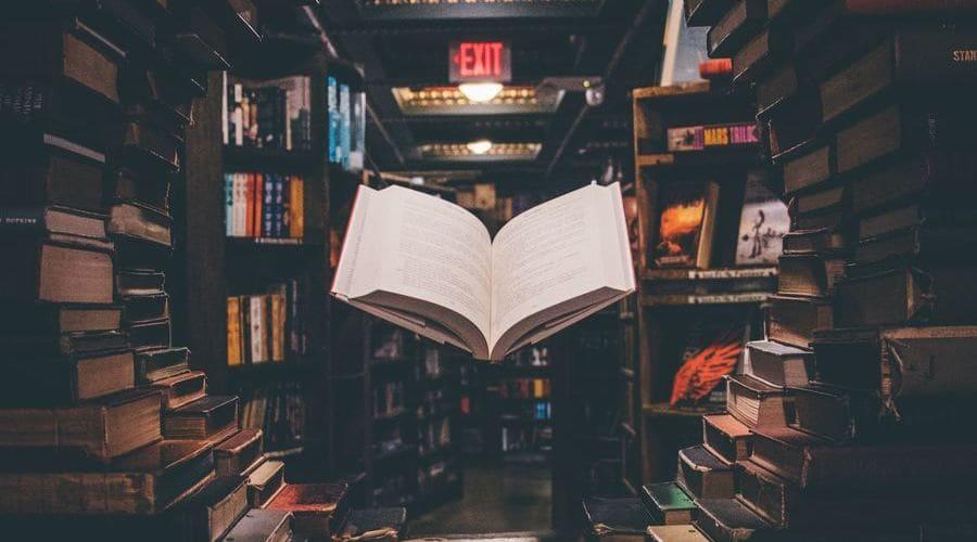 Los mejores libros de astronomía son un gran recurso para aprender a observar el cielo.