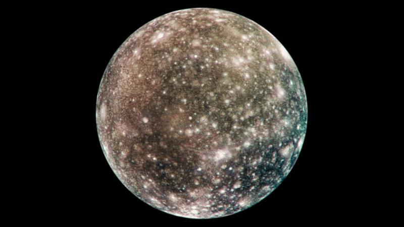 Calisto es la luna galileana más alejada de Júpiter.