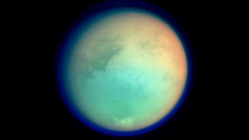 Titán es el satélite más grande de Saturno.