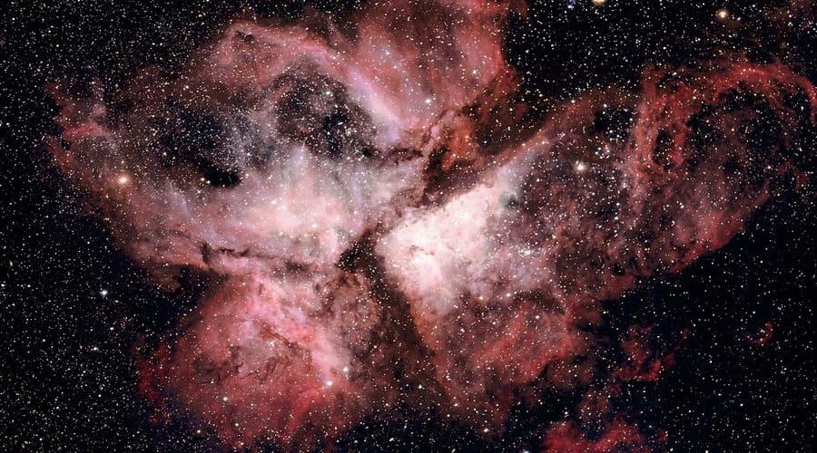 Con un telescopio para astrofotografía se pueden capturar imágenes de nebulosas como esta.