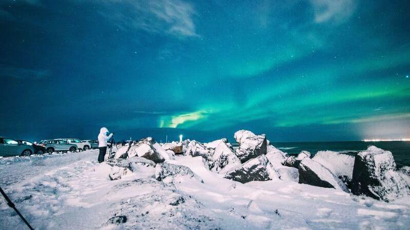 Saber cómo fotografiar auroras boreales requiere que sepas manejar el modo manual de la cámara.