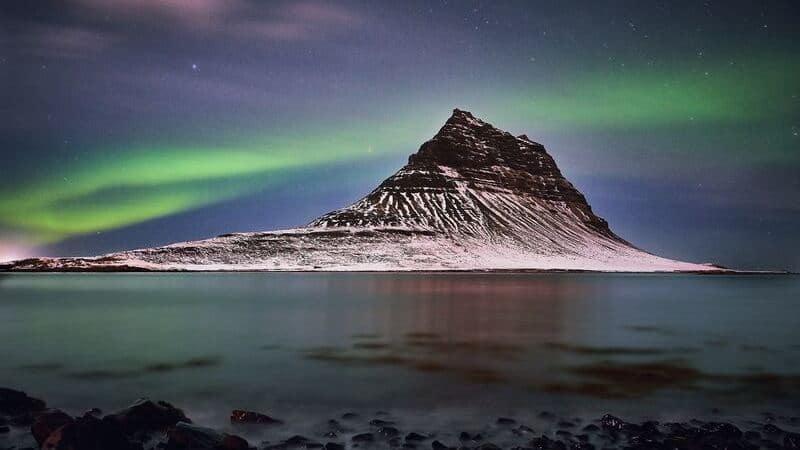 Para fotografiar auroras boreales tendrás que enfocar tu cámara al infinito.