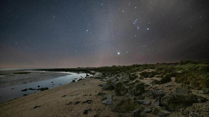 El radiante de la lluvia de estrellas de las Oriónidas es la constelación de Orión.