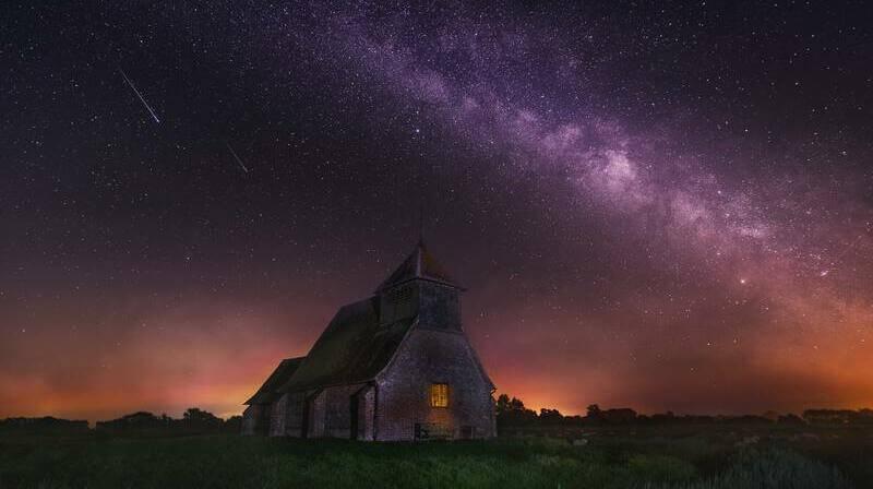 Las estrellas fugaces son meteoroides que entran en la atmosfera de la Tierra.