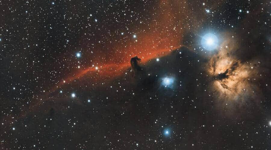 Los telescopios catadióptricos son compactos y potentes. Se usan para ver planetas y nebulosas.