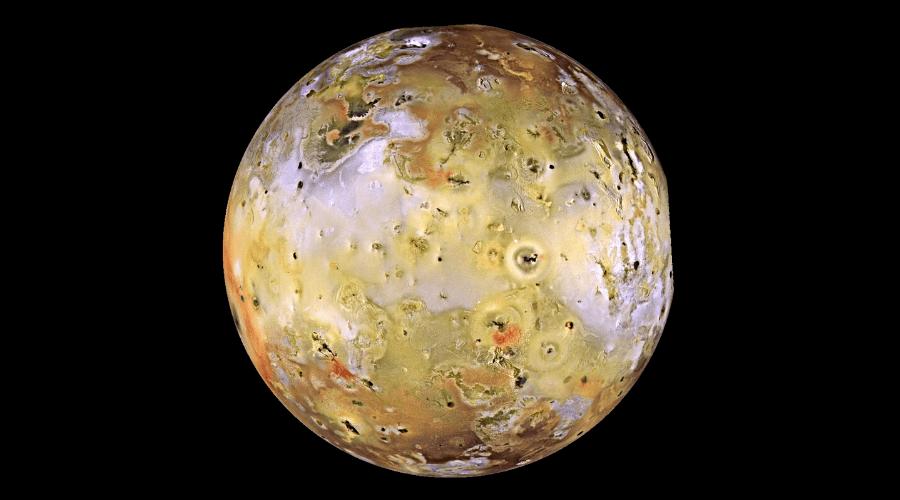 Entre todos los planetas del Sistema Solar suman 205 satélites.