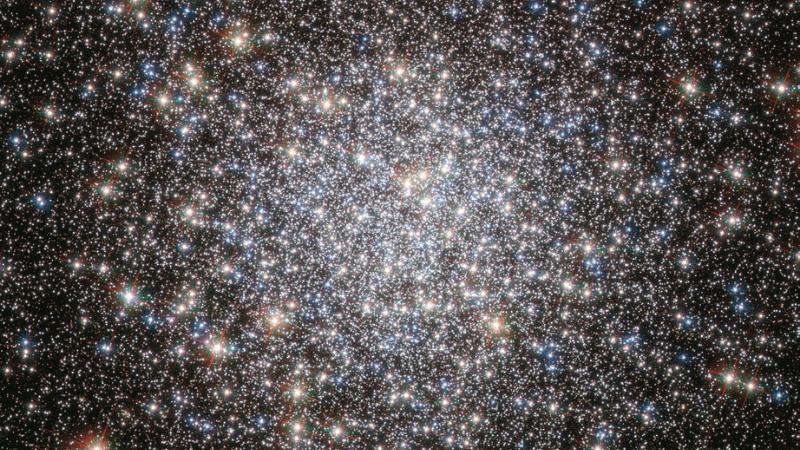 M5 es un cúmulo globular con medio millón de estrellas.