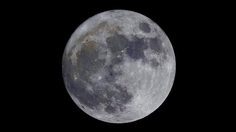 Con una app de astronomía resulta mucho más cómodo ver la Luna.