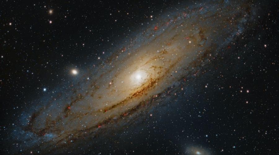 La galaxia de Andrómeda está a solo 2,5 millones de años luz de la Tierra.