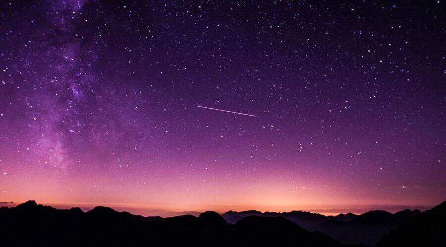 Las Geminidas es una lluvia de estrellas del mes de diciembre.